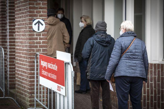 In de oude bibliotheek van Oldenzaal werden 57.586 vaccins gezet.