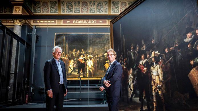 """,,Juist in deze moeilijke Covid-periode willen we een maatschappelijke bijdrage blijven leveren aan sectoren die nu onder druk staan, zoals kunst en cultuur"""", zegt Philips-baas Frans van Houten (links). ,,In deze periode is het van essentieel belang dat Philips de langdurige samenwerking met vijf jaar verlengt"""", zegt Taco Dibbits, hoofddirecteur Rijksmuseum (rechts)."""