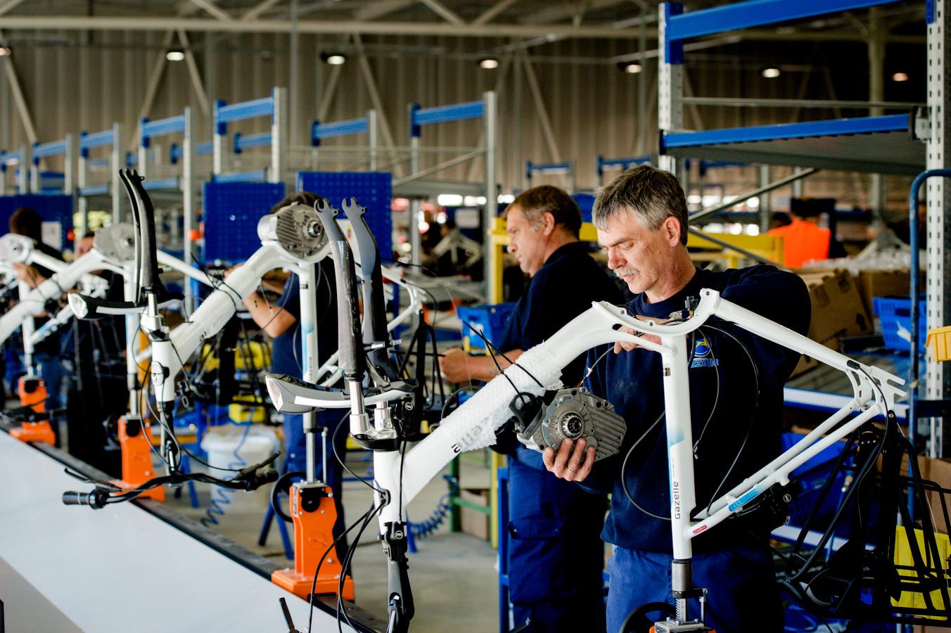 Productieproces in de fabriek van fietsenfabrikant Koninklijke Gazelle.