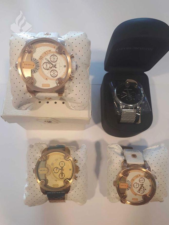 De politie is nog op zoek naar de eigenaren van de gestolen horloges.