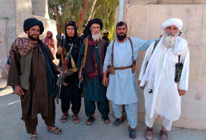 Talibanstrijders hebben gisteren de stad Farah ingenomen.