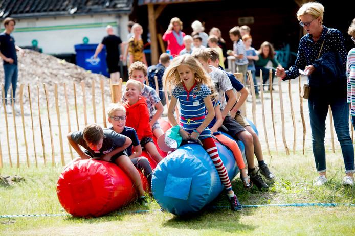 Het eerste kinderfeest van Old School Apeldoorn was gistermiddag meteen een succes.