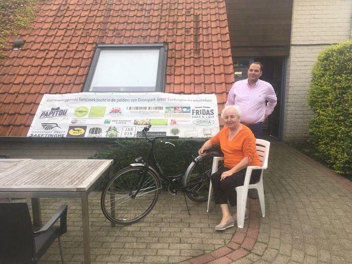 Tim Verwilghen mocht ook nog een splinternieuwe fiets overhandigen aan de vzw 't Klepelken.