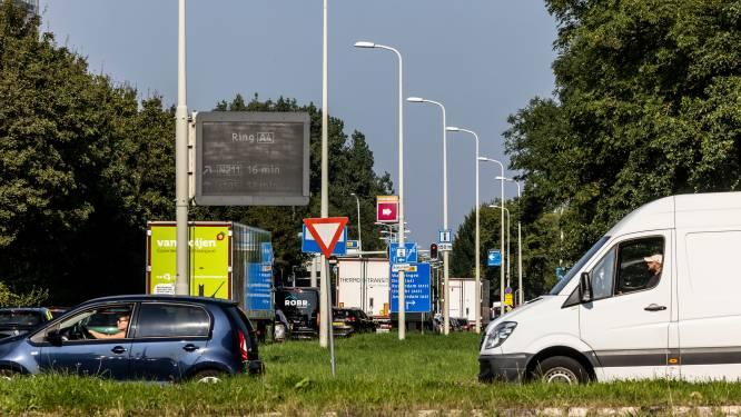 Ambachtsweg blijft ook na proef dicht: 'Heel Wateringen heeft overlast'