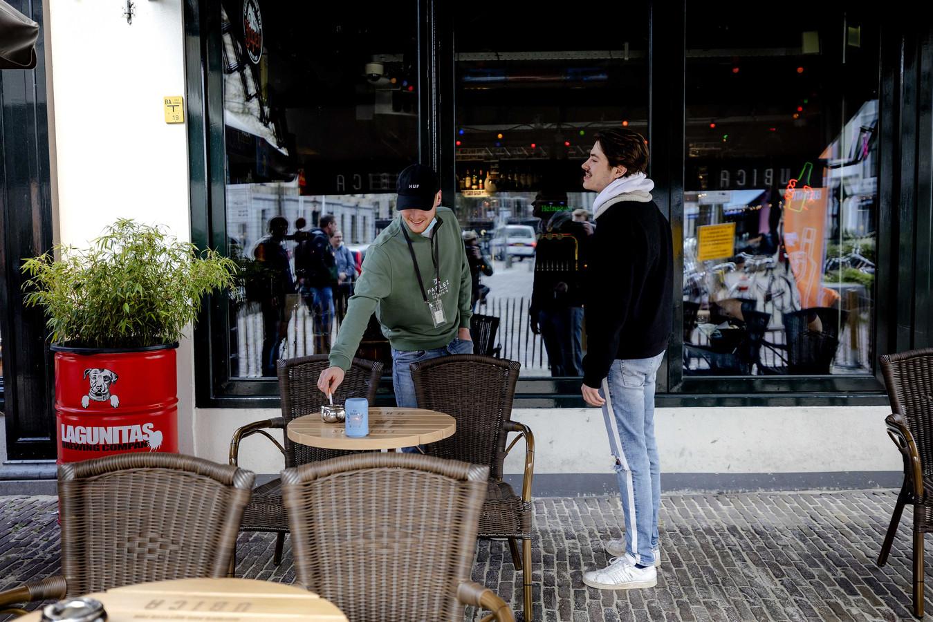 Cafebezoekers in Utrecht. Foto ter illustratie.