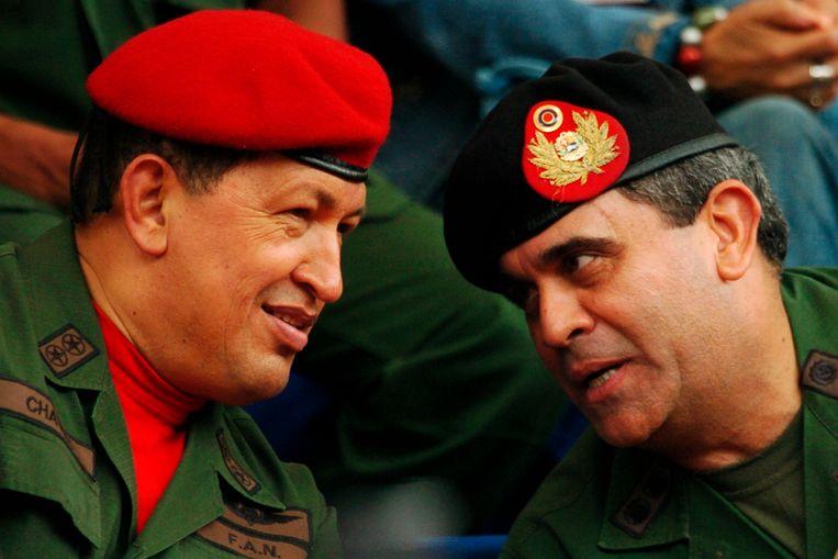 Hugo Chávez (links) en Raúl Baduel (rechts) in 2006. Beeld AP