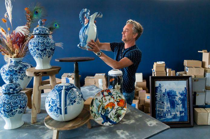 Jorrit Heinen opent met Heinen Delfts Blauw een winkel in de fabriek aan de Handelsweg in Putten.