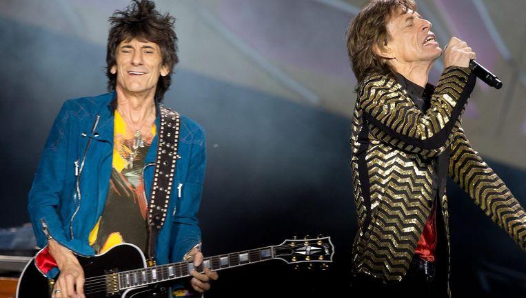 Wood (links) samen met Mick Jagger tijdens een optreden in Rome Beeld EPA