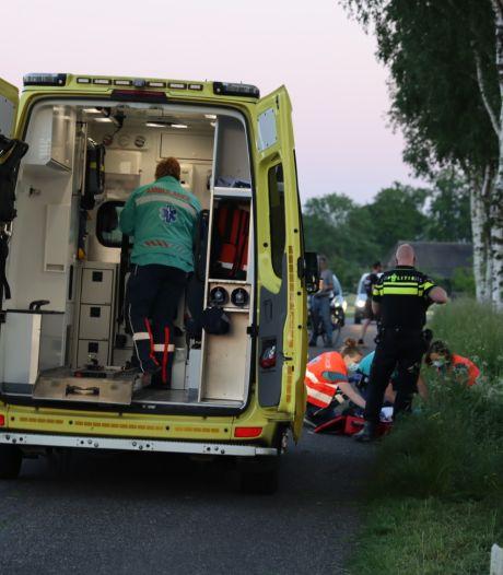 Motorrijder gewond naar het ziekenhuis door ongeluk in Lunteren