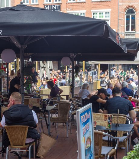 Gauw dat ene momentje pakken: volle terrassen op warme Moederdag