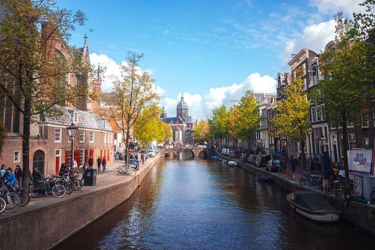 'Ben ik een 'echte' Amsterdammer? Dat is een vraag die minstens één keer per week in me opkomt.' Beeld Shutterstock