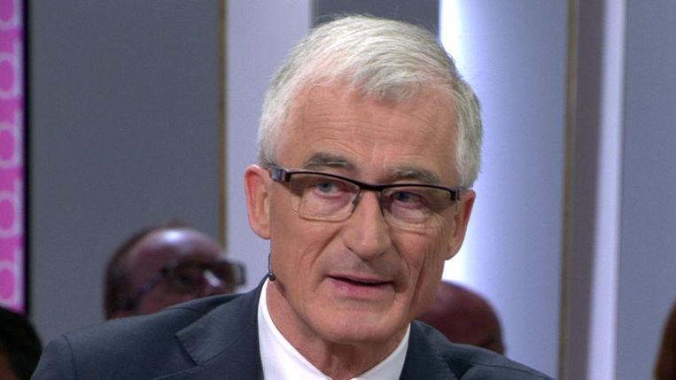 Vlaams minister-president Geert Bourgeois (N-VA) in 'De zevende dag'. Beeld Eén