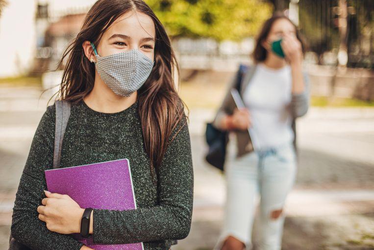 De VO-raad vroeg scholen om extra goed te kijken naar de rapporten en zich daarbij af te vragen: helpt het als je een leerling niet over laat gaan?  Beeld Shutterstock
