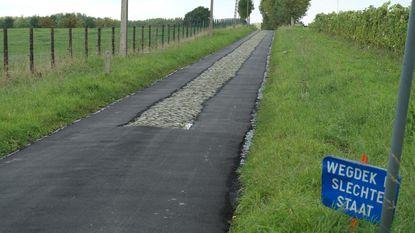Kasseiweg hersteld met....lagen asfalt