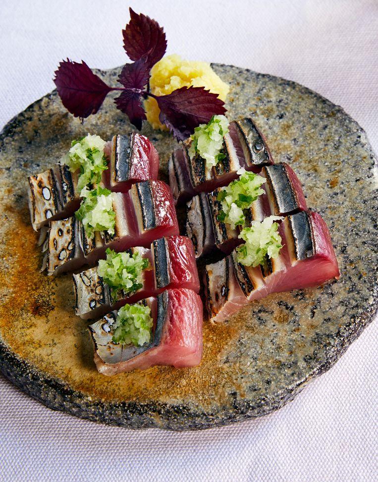 Katsuo tataki: gesneden en kort aangebakken tonijn. Beeld Oof Verschuren