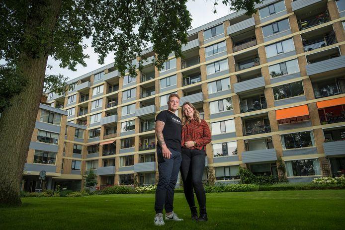 Laura van de Belt en haar vriend Jaimy Vijge moeten nog heel even wachten. Vanaf 1 september is het appartement met de drie bloembakken aan het balkon van hen. Gekocht met een starterslening.
