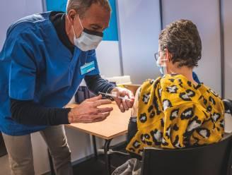 """35.000 Gentenaars weten nog niet waar ze hun derde 'boostervaccin' zullen krijgen: """"We zoeken volop naar een oplossing"""""""