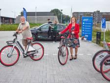Mobiliteitshub in gebruik genomen: 'Samen elektrisch rijden houdt Delft bereikbaar en gezond'