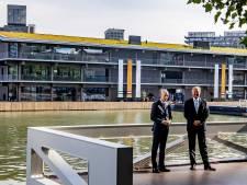 Koning komt aan in Rotterdam om grootste drijvende kantoor ter wereld te openen