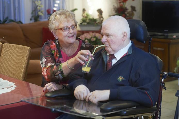 Riet is al veertig jaar mantelzorger voor haar man Martien.