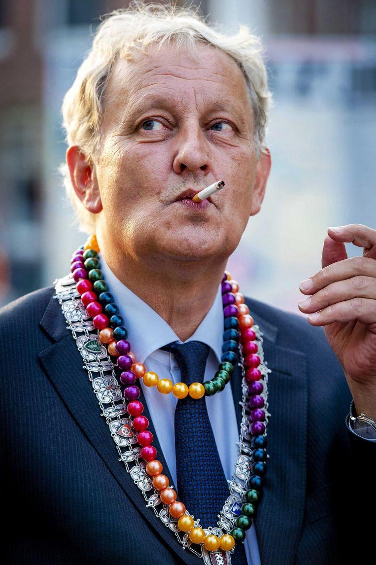 Van der Laan vlak voor hij op het Museumplein duizenden mensen toesprak bij het To Russia With Love-concert als protest tegen de antihomowetgeving in Rusland, 2013. Beeld EPA