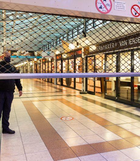 Geen training, supers eerder dicht: na de rellen gaat Tilburg dagelijks zenuwachtig het donker in
