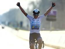 Indrukwekkende Van Vleuten wint tien jaar na eerste zege opnieuw de Ronde van Vlaanderen