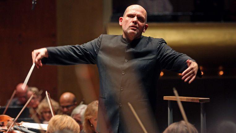 Dirigent Jaap van Zweden werd een jaar lang gevolgd voor de documentaire 'Jaap van Zweden, een Hollandse maestro op wereldtournee'. Beeld getty