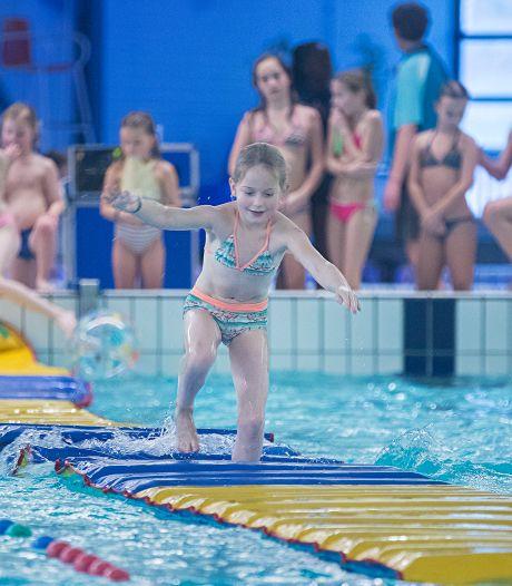 Zwembad De Bongerd in Wageningen dicht wegens corona, maar diploma zwemmen gaat door