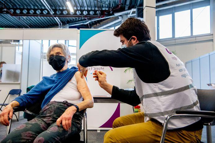 In Expo Houten wordt al gevaccineerd tegen het coronavirus. De Jaarbeurs komt daar straks als grote priklocatie in de regio bij.