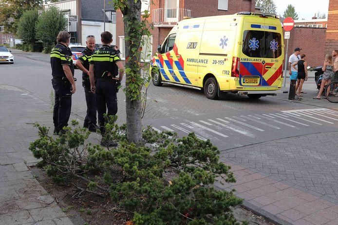 Vrouw op scooter rijdt tegen boom in Waalwijk.