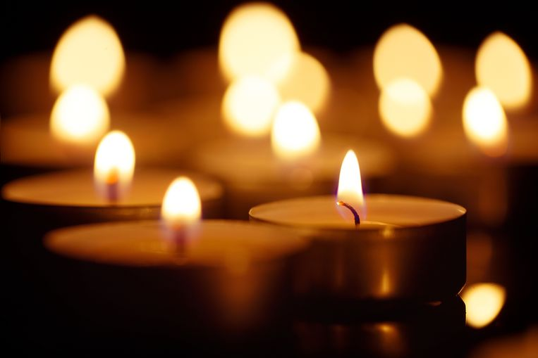 Burning candles on black background, shot with shallow depth of field Beeld Getty Images