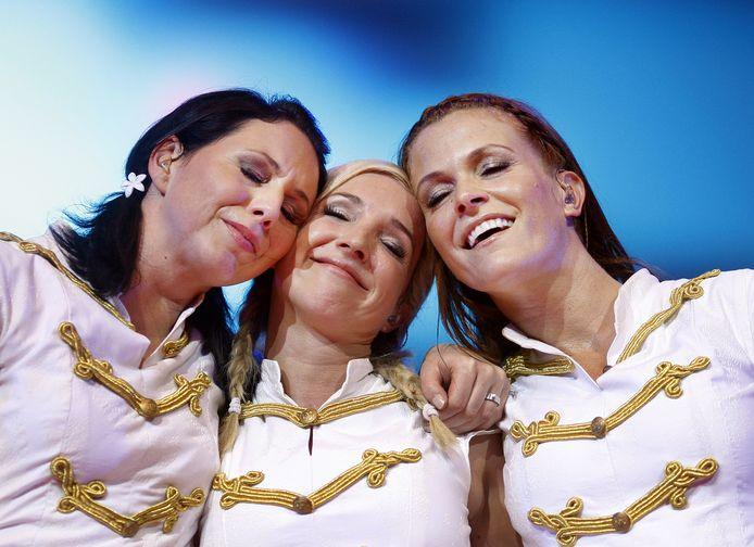 De eerste samenstelling van K3 met Kristel, Kathleen en Karen.