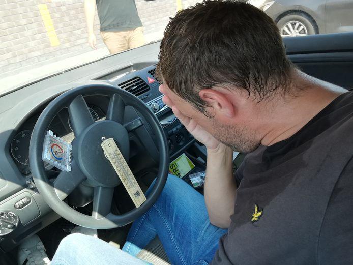 Heftig zweten en lichte duizelingen bij een temperatuur van meer dan 50 graden binnen een kwartier in een dichte auto.