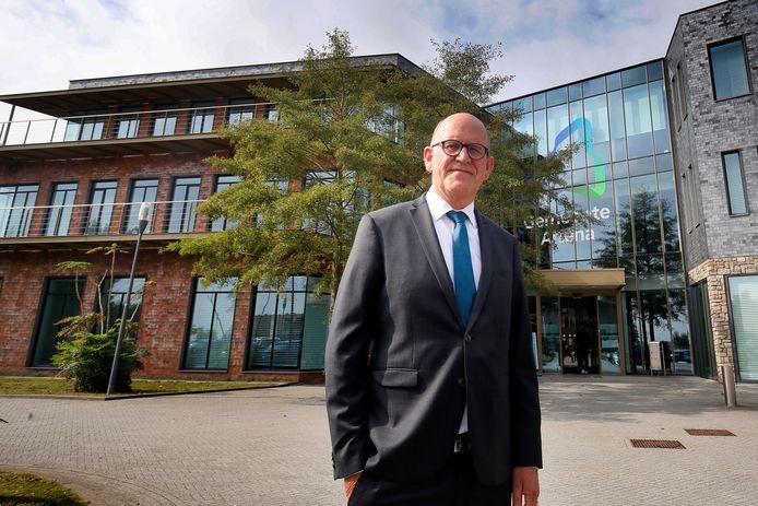 Fractievoorzitter Theo Meijboom van de SGP in Altena legt nog één keer uit waarom het gemeentehuis op zondag dicht moet blijven.