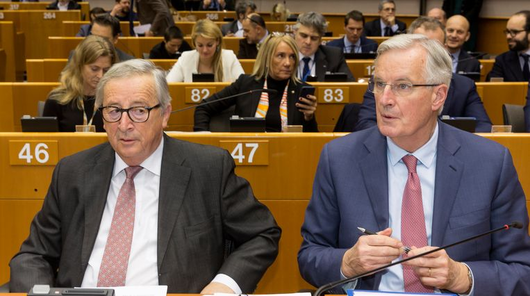Jean-Claude Juncker (links), voorzitter van de Europese Commissie, en Michel Barnier (rechts), EU onderhandelaar voor het Verenigd Koninkrijk, tijdens een vergadering van het Europees Parlement over de brexit op 30 januari 2019. Beeld Getty Images