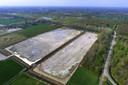 Het terrein in Spijk waar de nieuwe golfbaan moet komen. In maart werd het werk stilgelegd.