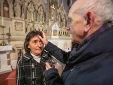 L'Église irlandaise distribue des cendres à emporter pour un Carême confiné