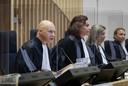 Rechtbankvoorzitter Hendrik Steenhuis (l).