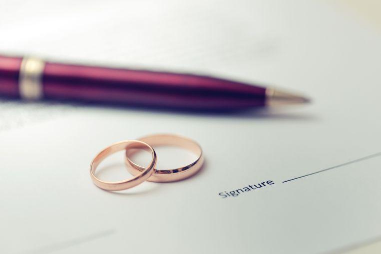 De procedure om een huwelijkscontract te laten wijzigen is er in de loop der jaren alleen maar eenvoudiger en goedkoper op geworden. Tot eind 2008 kon je enkel voor kleine wijzigingen bij de notaris terecht, voor de grotere moest je onvermijdelijk naar de rechtbank. Sindsdien volstaat ook daarvoor een bezoekje aan de notaris.