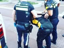 Winkeldief in Utrecht trekt mes naar beveiligers en verwondt één agent bij aanhouding