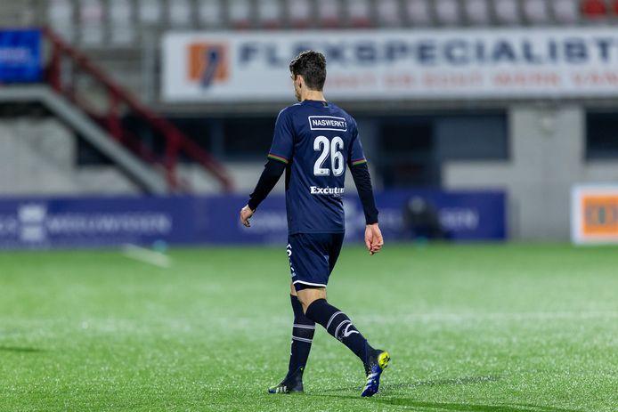 NEC-verdediger Cas Odenthal verlaat teleurgesteld het veld in Oss.
