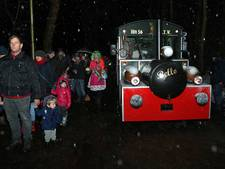 Publiek in treintje Bello naar WinterWonderland in Lochem