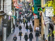 Bar weinig coronazorgen in Haagse besmettingshaard: 'Ben ik banger? Nee. Voorzichtiger? Ja'