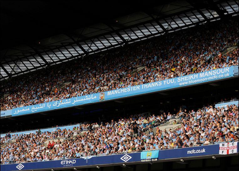 De supporters van Manchester City danken sjeik Mansour. De financiële macht van de eigenaar katapulteerde de club in enkele jaren naar de Engelse en Europese top.    Beeld Photo News