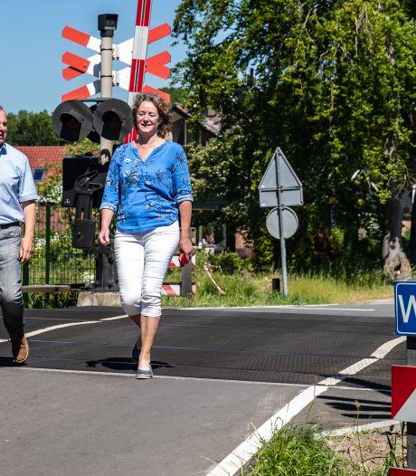 Zorgen bij bewoners over sluiting spoorwegovergang Twello: 'Straks zijn we afgesloten van het dorp'
