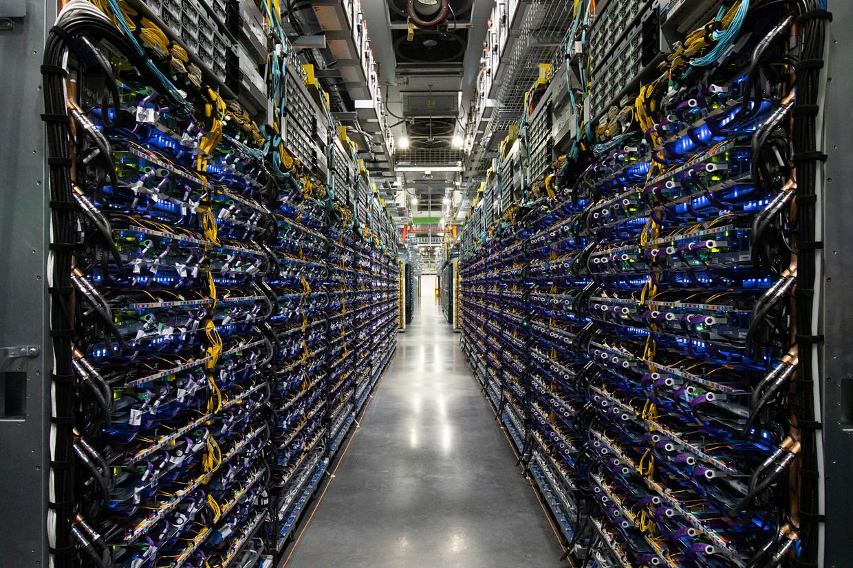Een datacentrum van Google vol met AI-computers. Beeld Google
