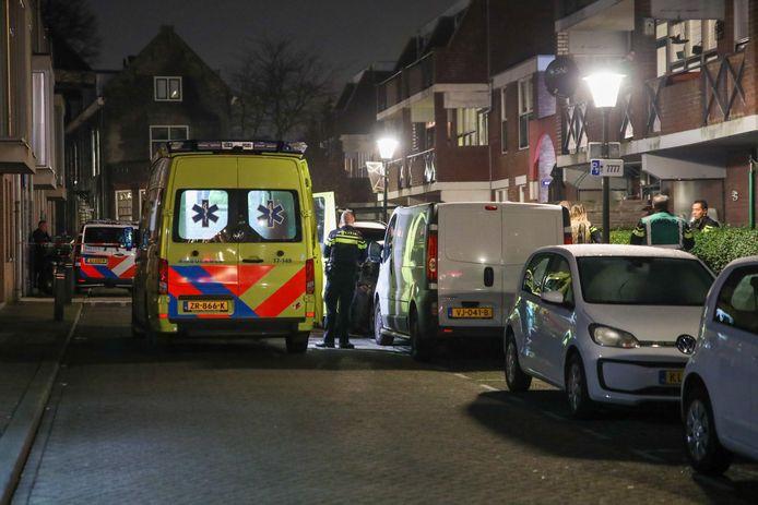 De hulpdiensten ter plaatse bij de plaats delict.