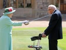 100-jarige Britse geldinzamelaar 'Captain Tom' geridderd