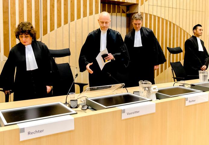 Bekend was al dat Hendrik Steenhuis (tweede van links) de rechtbank gaat voorzitten.